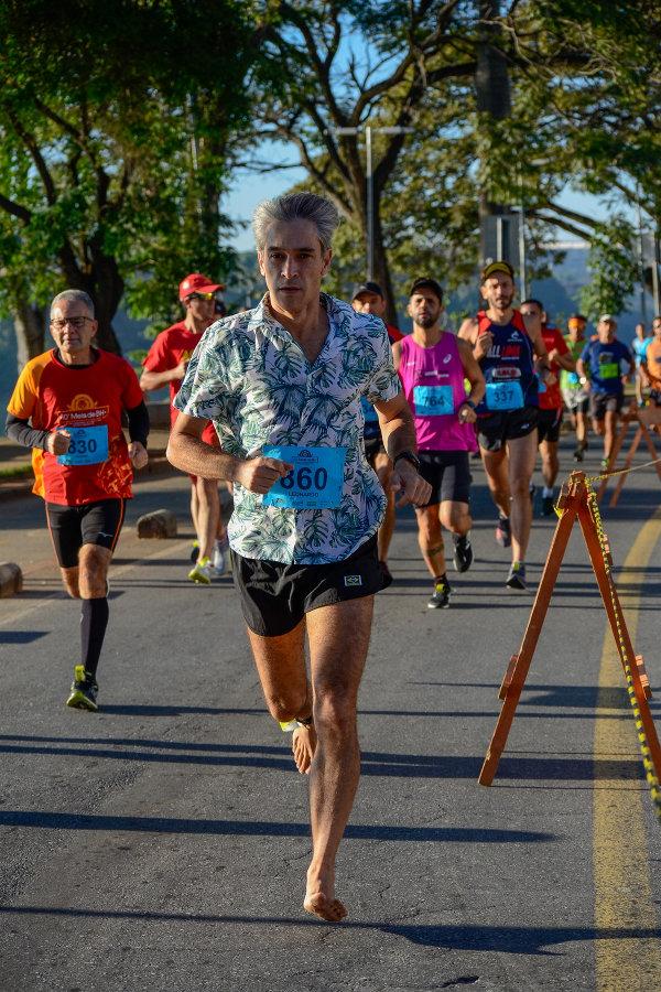 Zoação: correndo descalço no Havaí